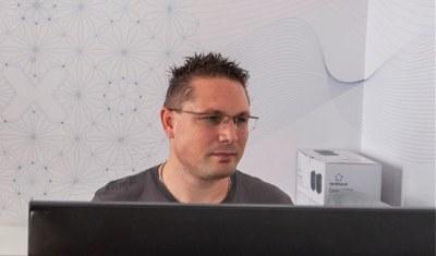 Portrait Alex zur Netzwerk-Technik